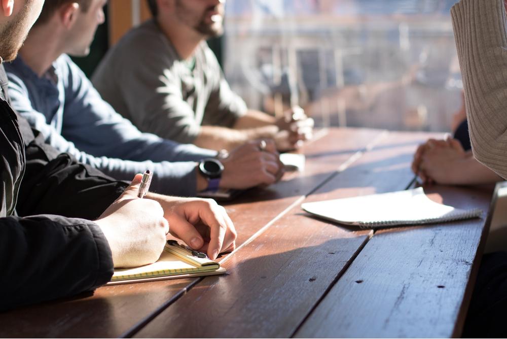 Der lockere Tonfall: Das Du in Stellenanzeigen und an Arbeitsplätzen