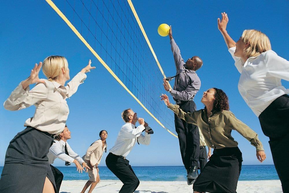 Fit im Job und Alltag durch Mannschaftssport: Sport im Berufsalltag macht fit trotz Bürostress